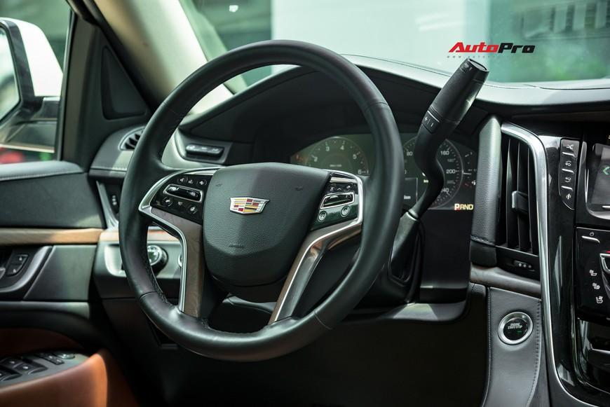 Cadillac Escalade 2015 giá 4,8 tỷ đồng - Khủng long Mỹ giữ chất sau 4 năm tuổi - Ảnh 8.