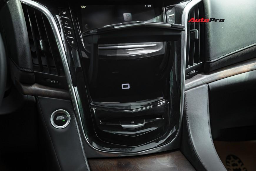 Cadillac Escalade 2015 giá 4,8 tỷ đồng - Khủng long Mỹ giữ chất sau 4 năm tuổi - Ảnh 6.