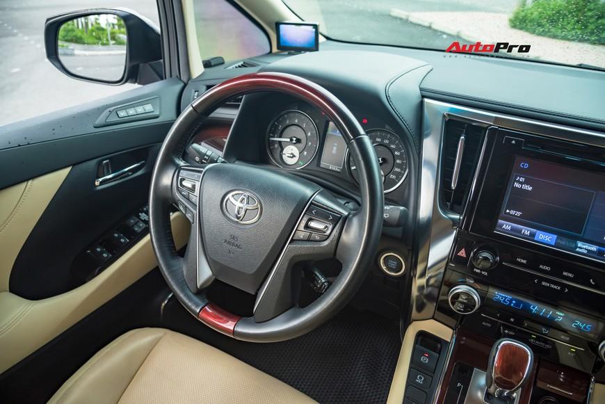 Chạy 8.000 km, Toyota Alphard độ khủng bán lại chỉ thua giá mua mới 38 triệu đồng - Ảnh 7.