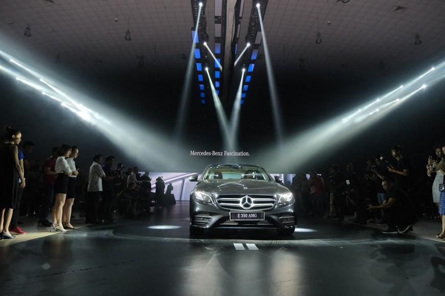 Đánh giá nhanh Mercedes-Benz E-Class 2019: Đe doạ cả BMW 3-Series mới sắp về Việt Nam - Ảnh 8.