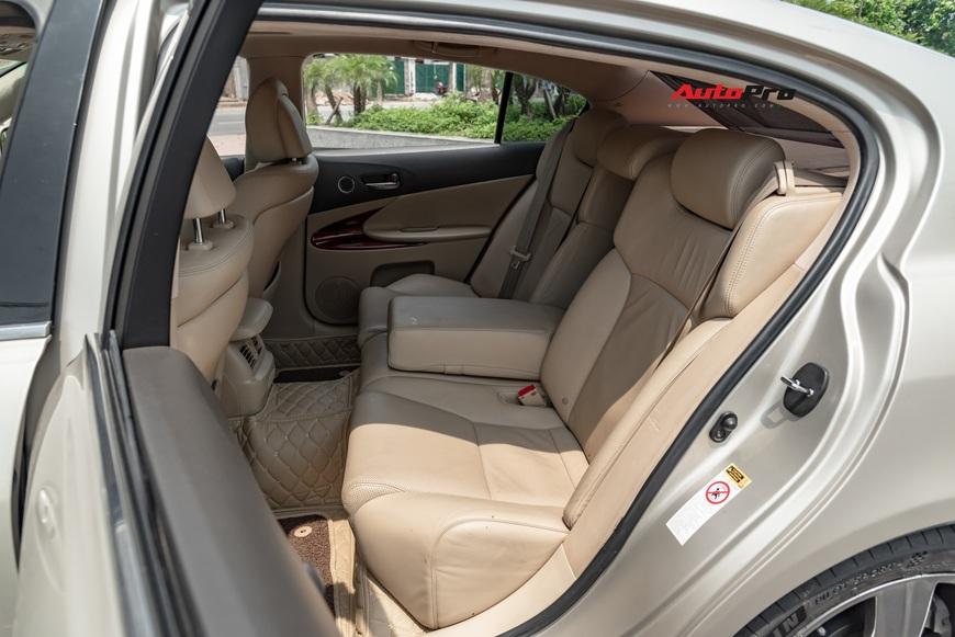 Qua thời đỉnh cao, Lexus GS 350 bán lại chỉ hơn 700 triệu đồng - Ảnh 11.
