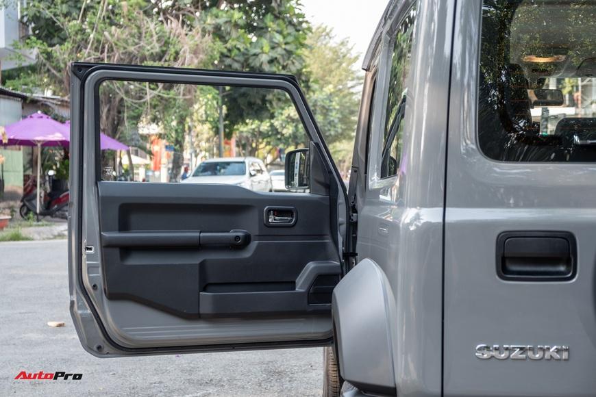 Chi tiết Suzuki Jimny giá 1,4 tỷ đồng tại Việt Nam - lý giải mức giá ngang với Mazda CX-8 bản cao cấp - Ảnh 19.