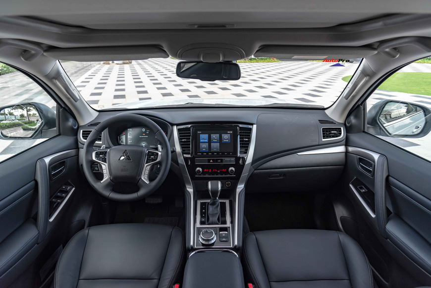 Mitsubishi Pajero Sport 2020 giá từ 1,11 tỷ đồng - Lật 'thế cờ' công nghệ với Toyota Fortuner - Ảnh 4.