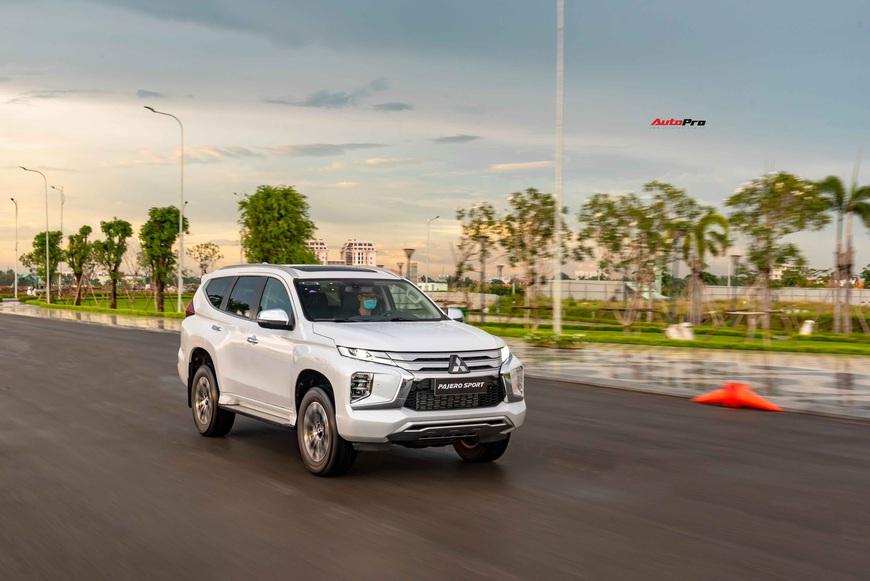 Mitsubishi Pajero Sport 2020 giá từ 1,11 tỷ đồng - Lật 'thế cờ' công nghệ với Toyota Fortuner - Ảnh 8.