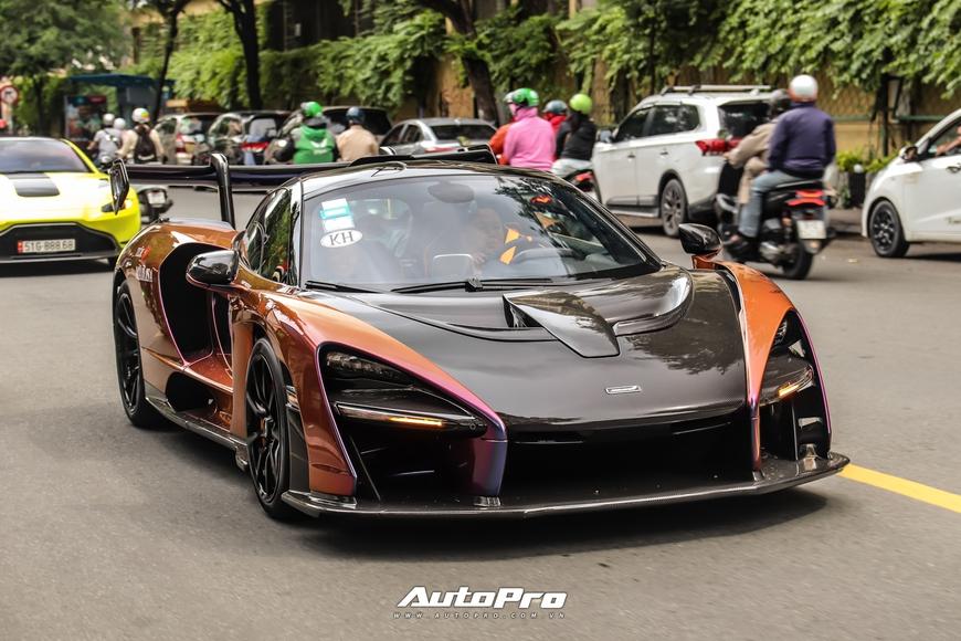 Vợ chồng đại gia Hoàng Kim Khánh cầm lái McLaren Senna giá trước thuế gần 40 tỷ đồng trên phố Sài Gòn - Ảnh 1.
