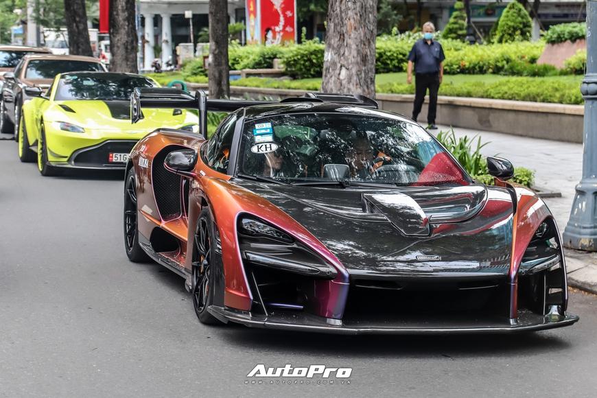 Vợ chồng đại gia Hoàng Kim Khánh cầm lái McLaren Senna giá trước thuế gần 40 tỷ đồng trên phố Sài Gòn - Ảnh 2.