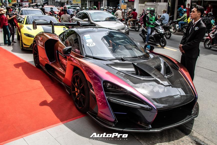 Vợ chồng đại gia Hoàng Kim Khánh cầm lái McLaren Senna giá trước thuế gần 40 tỷ đồng trên phố Sài Gòn - Ảnh 3.