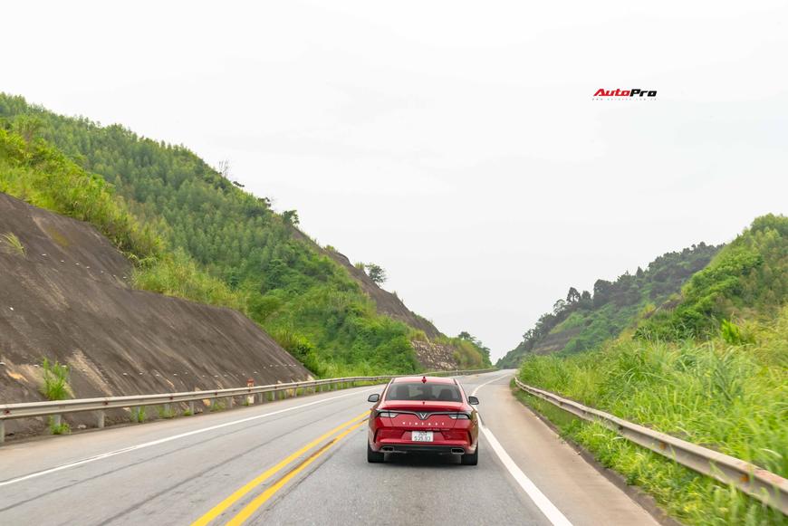 [Chém xe] VinFast Lux A2.0: Liệu đã xứng danh BMW Việt? - Ảnh 24.