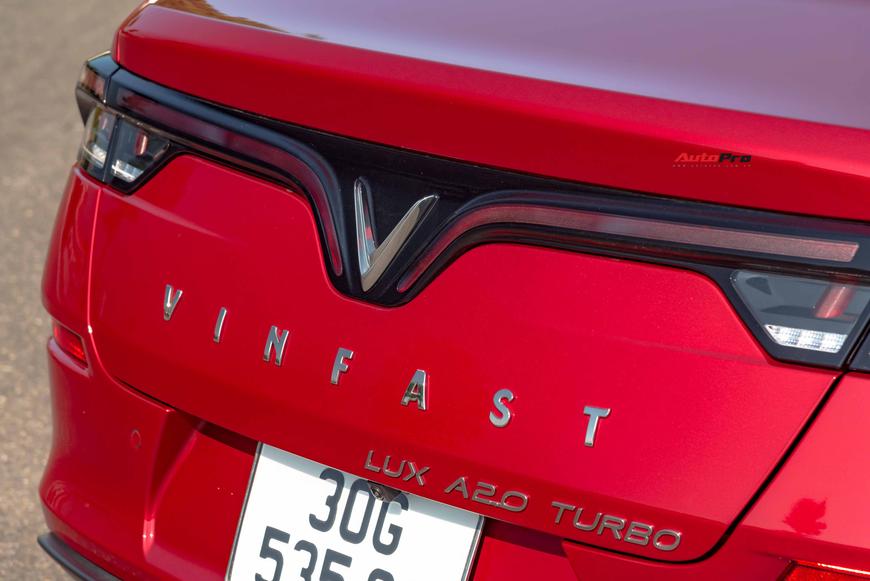 [Chém xe] VinFast Lux A2.0: Liệu đã xứng danh BMW Việt? - Ảnh 4.