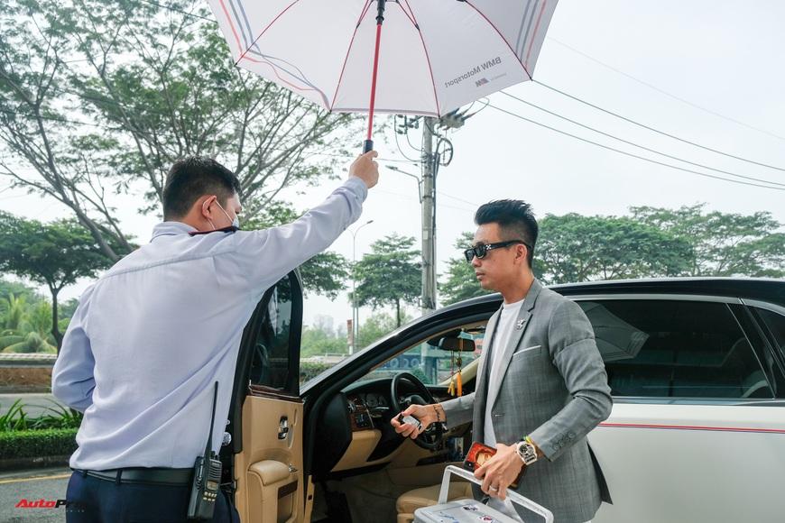 Minh nhựa lái Rolls-Royce tới mua 3 chiếc BMW giá hơn 12 tỷ cùng lúc: X3, X7 và cả Z4 mới về Việt Nam - Ảnh 9.