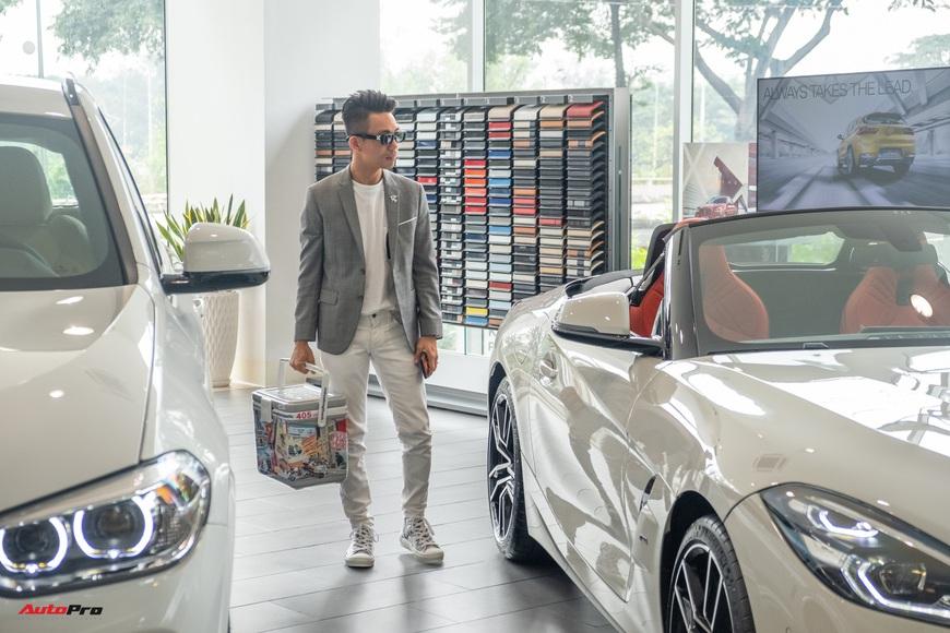 Minh nhựa lái Rolls-Royce tới mua 3 chiếc BMW giá hơn 12 tỷ cùng lúc: X3, X7 và cả Z4 mới về Việt Nam - Ảnh 2.