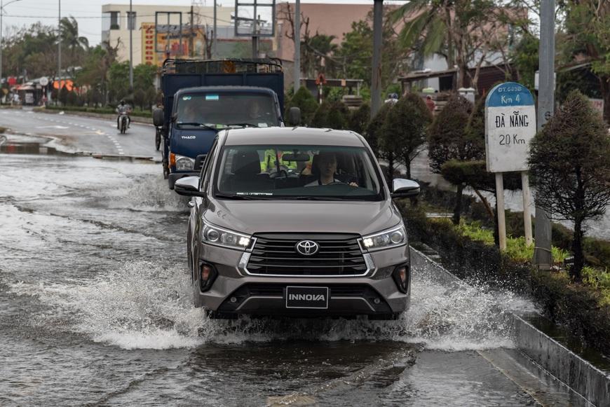 [Chém xe] Toyota Innova - MPV thực dụng quyết thoát khỏi cái bóng bình dân, tìm lại hào quang - Ảnh 20.