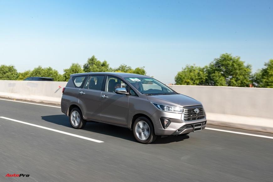 [Chém xe] Toyota Innova - MPV thực dụng quyết thoát khỏi cái bóng bình dân, tìm lại hào quang - Ảnh 13.