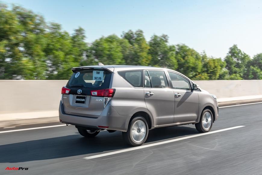 [Chém xe] Toyota Innova - MPV thực dụng quyết thoát khỏi cái bóng bình dân, tìm lại hào quang - Ảnh 17.