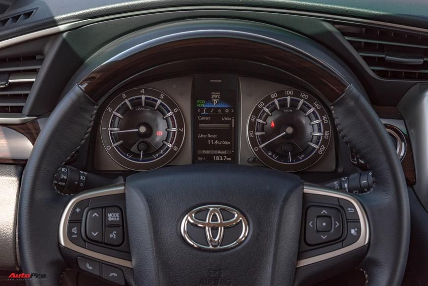 [Chém xe] Toyota Innova - MPV thực dụng quyết thoát khỏi cái bóng bình dân, tìm lại hào quang - Ảnh 7.