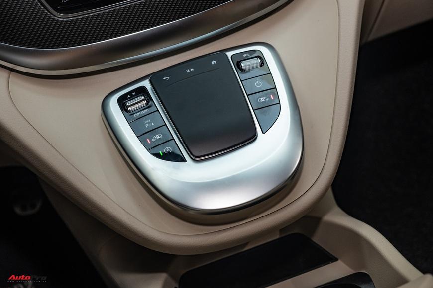 Đánh giá nhanh Mercedes-Benz V 250 AMG: Hơn 3 tỷ đổi đẳng cấp thương gia cho người Việt - Ảnh 18.