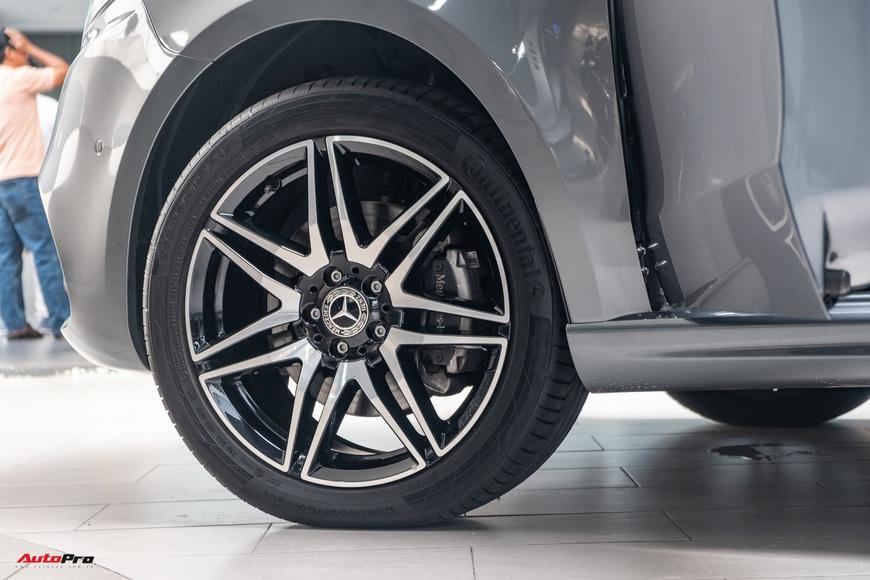 Đánh giá nhanh Mercedes-Benz V 250 AMG: Hơn 3 tỷ đổi đẳng cấp thương gia cho người Việt - Ảnh 5.