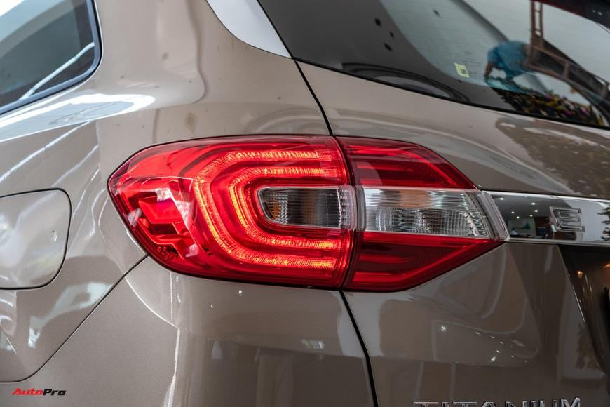 Chi tiết Ford Everest 2021 giá từ 999 triệu đồng tại đại lý: Đã fix lỗi chảy dầu, bám đuổi Toyota Fortuner và Hyundai Santa Fe - Ảnh 4.