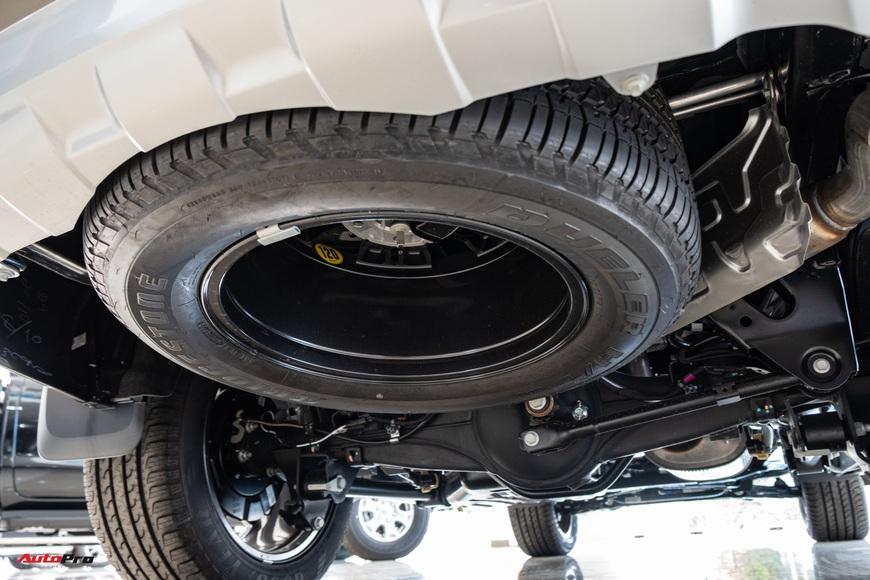 Chi tiết Ford Everest 2021 giá từ 999 triệu đồng tại đại lý: Đã fix lỗi chảy dầu, bám đuổi Toyota Fortuner và Hyundai Santa Fe - Ảnh 3.