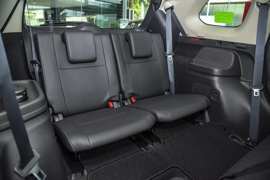 Đánh giá nhanh Mitsubishi Outlander: 15 điểm mới, giá gần như không đổi và cơ hội bám đuổi Honda CR-V, Mazda CX-5 - Ảnh 10.