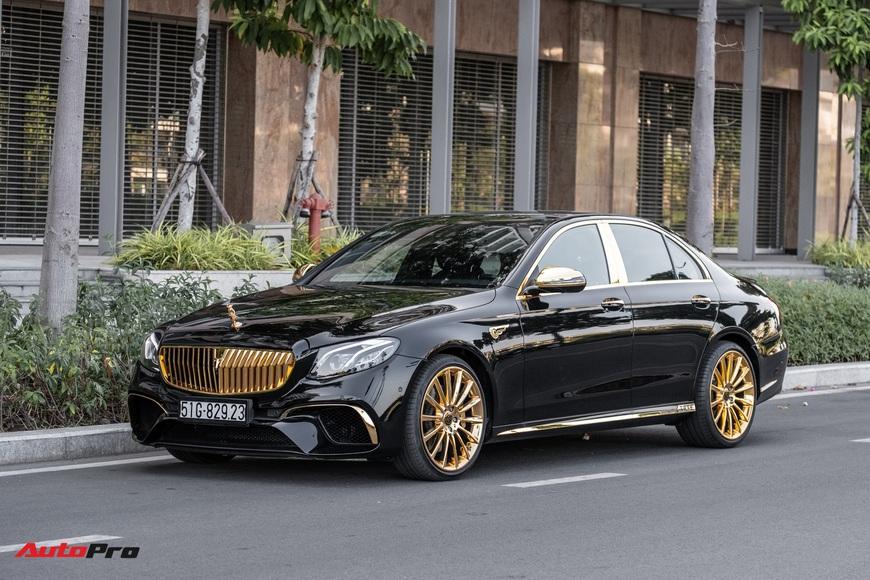 Chủ nhân chi 3 tỷ đồng mạ vàng Mercedes-Benz E 300 AMG tại Sài Gòn: 1 năm thi công, 30 nghệ nhân thực hiện, nội thất đính kim cương
