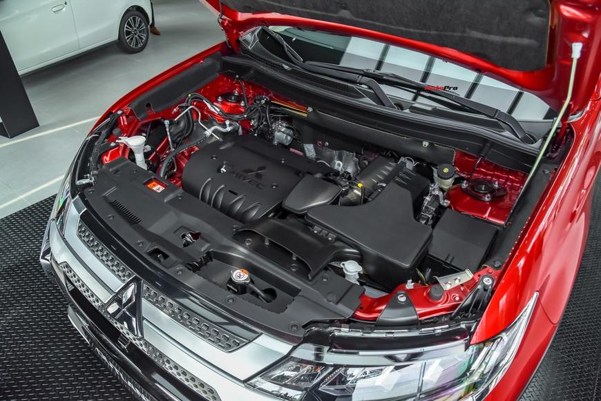 Đánh giá nhanh Mitsubishi Outlander: 15 điểm mới, giá gần như không đổi và cơ hội bám đuổi Honda CR-V, Mazda CX-5 - Ảnh 12.