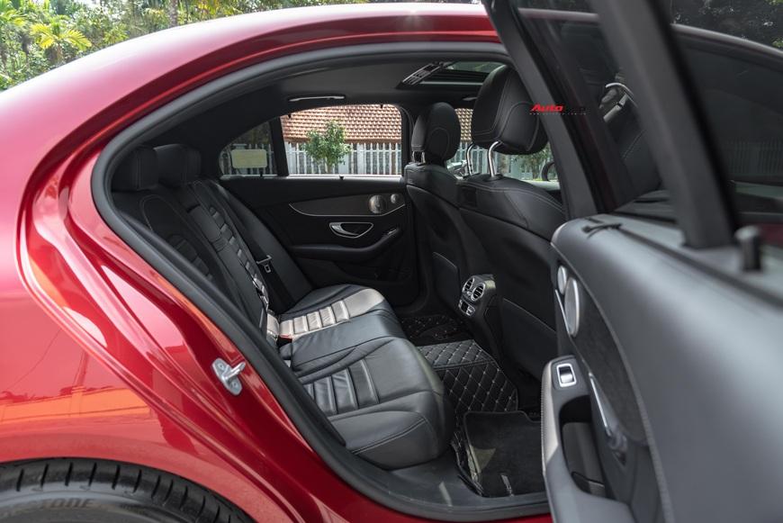 Chạy 7.000 km, đại gia Việt vẫn bán Mercedes-Benz C300 AMG ngang ngửa giá mua mới - Ảnh 8.
