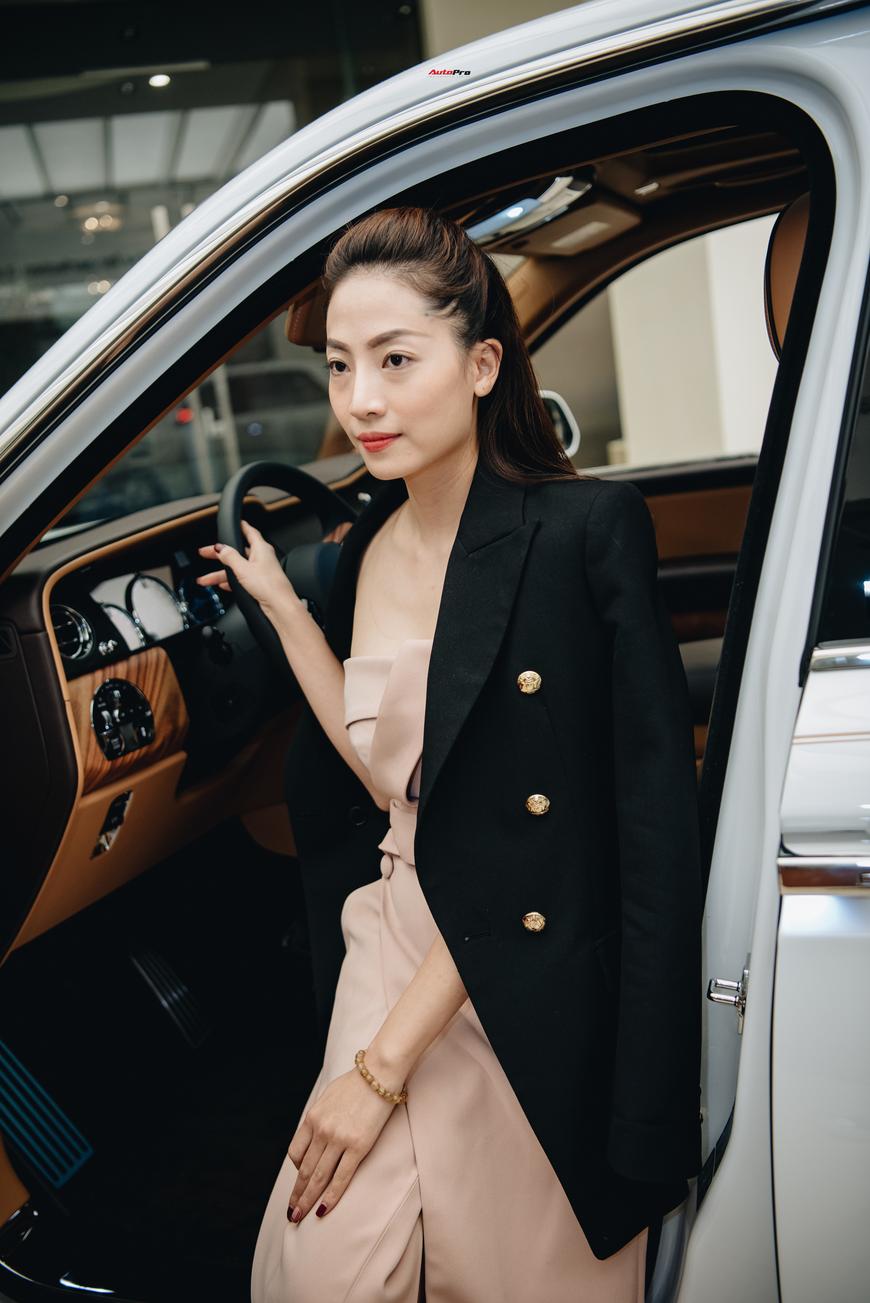 Những bóng hồng đa sắc bên Rolls-Royce Cullinan chính hãng đầu tiên Việt Nam - Ảnh 5.