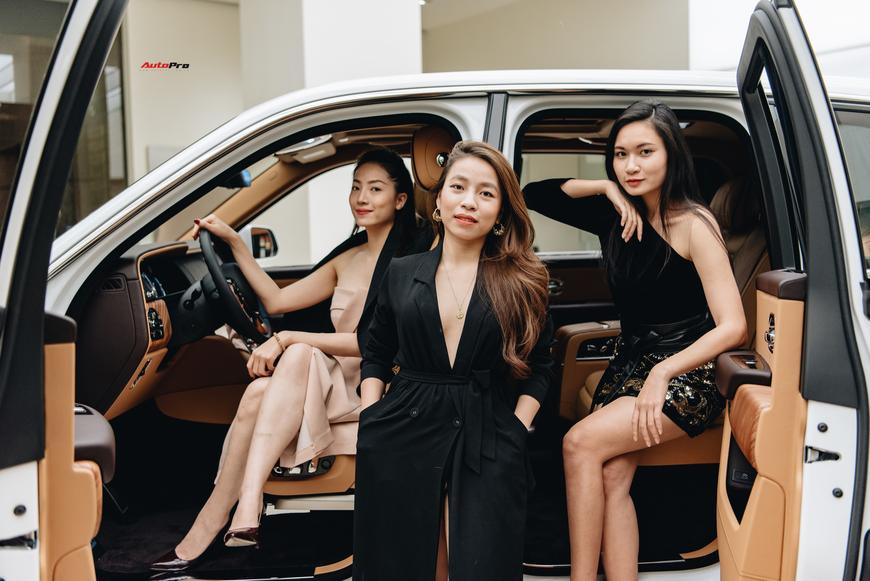 Những bóng hồng đa sắc bên Rolls-Royce Cullinan chính hãng đầu tiên Việt Nam - Ảnh 3.