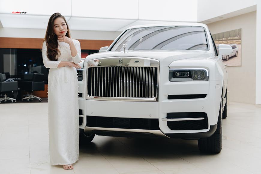 Những bóng hồng đa sắc bên Rolls-Royce Cullinan chính hãng đầu tiên Việt Nam - Ảnh 8.