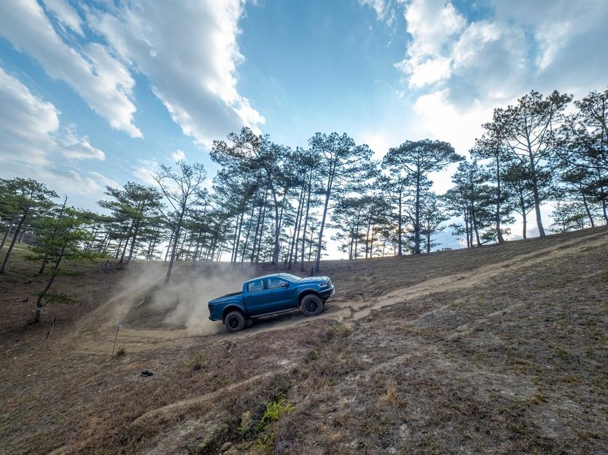 Thả Ford Ranger Raptor về rừng: Giảm xóc cứu tất cả - Ảnh 2.