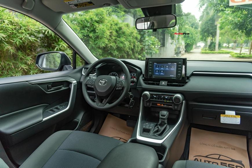 Đánh giá nhanh Toyota RAV4 2020 taxi vừa về Việt Nam: Đừng vội hạ thấp xe 2 tỷ rưỡi nhưng ghế nỉ chỉnh cơ - Ảnh 4.