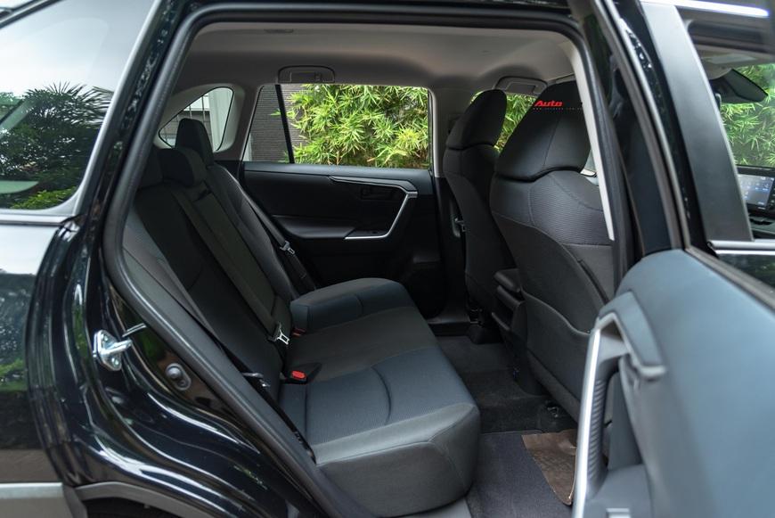 Đánh giá nhanh Toyota RAV4 2020 taxi vừa về Việt Nam: Đừng vội hạ thấp xe 2 tỷ rưỡi nhưng ghế nỉ chỉnh cơ - Ảnh 7.