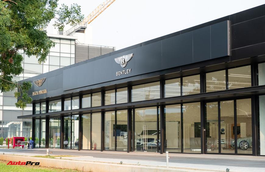 Đột nhập showroom siêu xe, siêu sang lớn nhất Việt Nam sắp khai trương: Ngoài Lamborghini, Bentley, Aston Martin còn 2 thương hiệu bí ẩn khác - Ảnh 2.