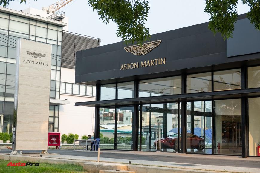Đột nhập showroom siêu xe, siêu sang lớn nhất Việt Nam sắp khai trương: Ngoài Lamborghini, Bentley, Aston Martin còn 2 thương hiệu bí ẩn khác - Ảnh 3.