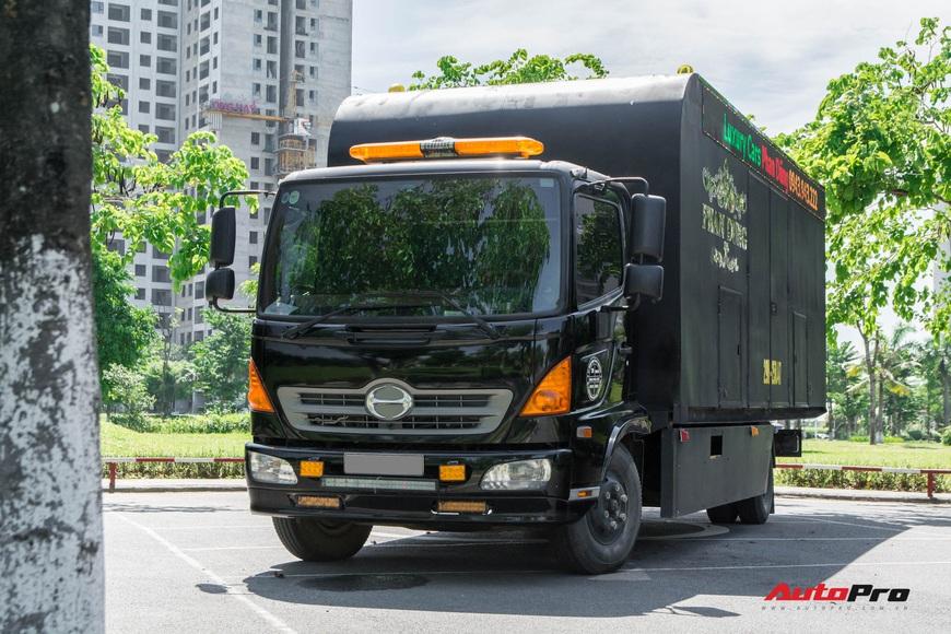 Bên trong xe vận chuyển xế khủng cho giới đại gia Hà Nội: Như container hạng sang, độ hết 3 tỷ đồng, có bầu trời sao kiểu Rolls-Royce - Ảnh 3.