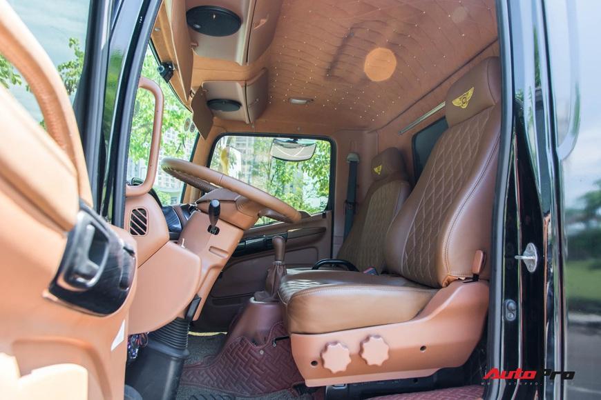 Bên trong xe vận chuyển xế khủng cho giới đại gia Hà Nội: Như container hạng sang, độ hết 3 tỷ đồng, có bầu trời sao kiểu Rolls-Royce - Ảnh 9.