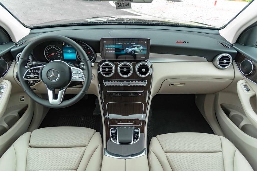 Mercedes-Benz GLC 2020 bản giá rẻ đầu tiên lên sàn xe cũ, rẻ hơn gần 200 triệu đồng so với mua mới - Ảnh 4.