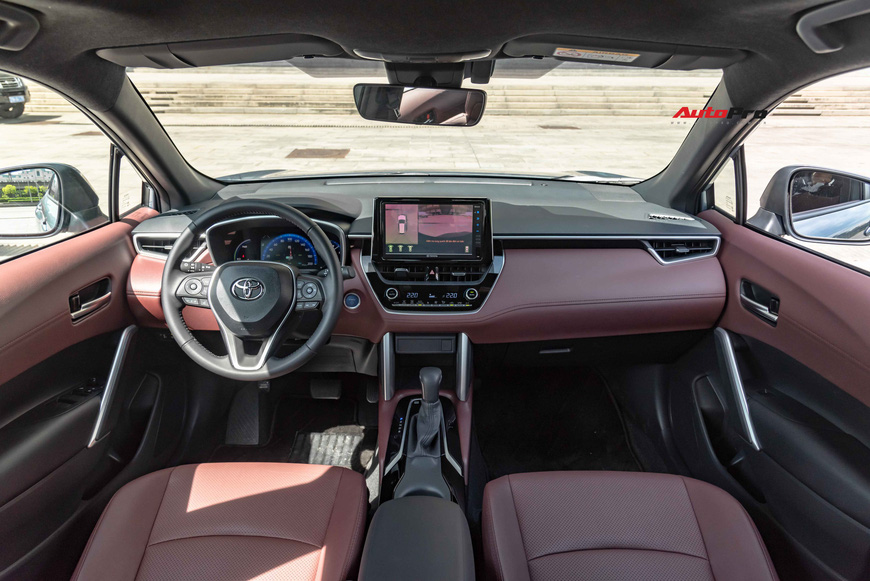 Đánh giá nhanh Toyota Corolla Cross: Quá sớm để khen, quá vội để chê - Ảnh 6.