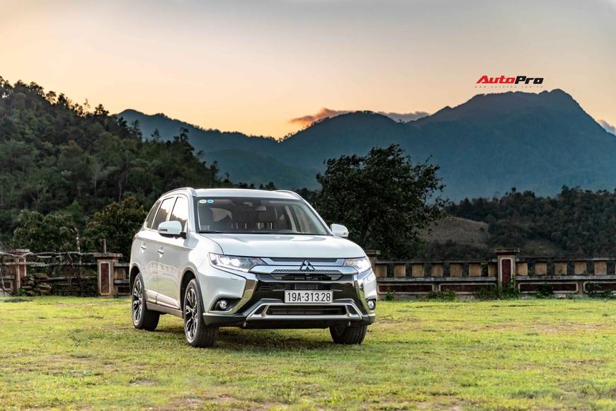 Đánh giá Mitsubishi Outlander 'full option': Đấu Honda CR-V bằng cách dung hoà thực dụng và vận hành - Ảnh 12.
