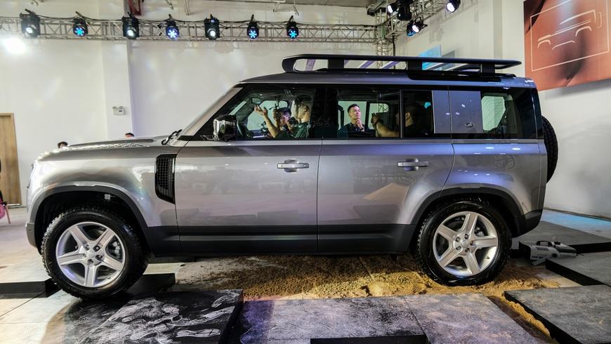 Chi tiết Land Rover Defender 2021: Xe off-road cho nhà giàu Việt, nhiều tính năng hay ho, giá cao nhất 6,31 tỷ đồng - Ảnh 4.
