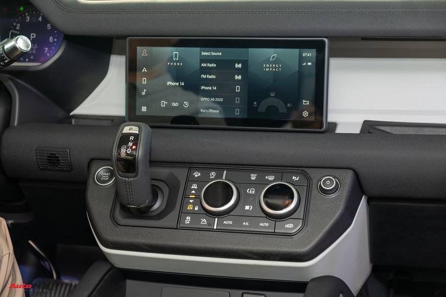 Chi tiết Land Rover Defender 2021: Xe off-road cho nhà giàu Việt, nhiều tính năng hay ho, giá cao nhất 6,31 tỷ đồng - Ảnh 11.