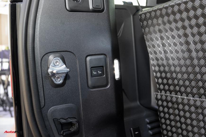 Chi tiết Land Rover Defender 2021: Xe off-road cho nhà giàu Việt, nhiều tính năng hay ho, giá cao nhất 6,31 tỷ đồng - Ảnh 8.