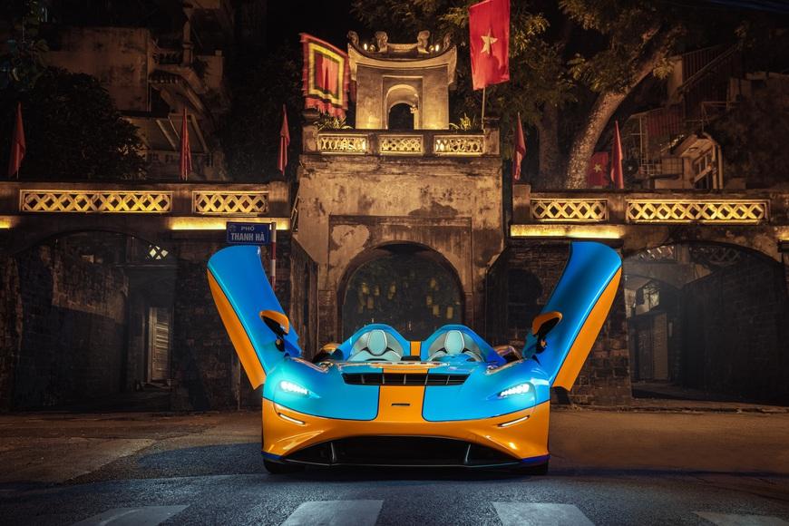 Siêu phẩm không kính McLaren Elva bất ngờ lộ ảnh thả dáng tại Hà Nội, kết thúc hành trình vòng quanh thế giới - Ảnh 2.