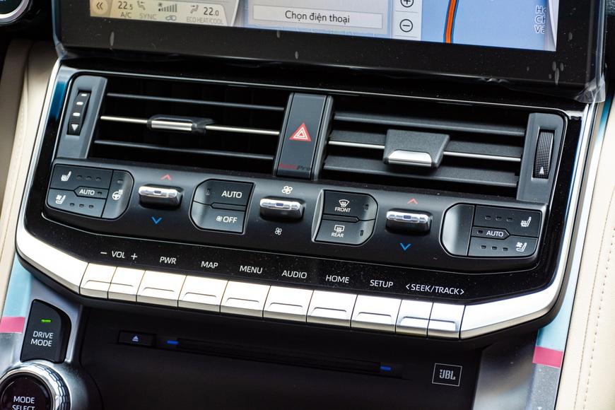 Trải nghiệm Toyota Land Cruiser 2022 nhập khẩu chính hãng: Kích thước đồ sộ nhưng không gian vẫn còn khiêm tốn - Ảnh 11.
