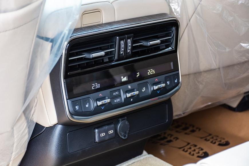 Trải nghiệm Toyota Land Cruiser 2022 nhập khẩu chính hãng: Kích thước đồ sộ nhưng không gian vẫn còn khiêm tốn - Ảnh 15.