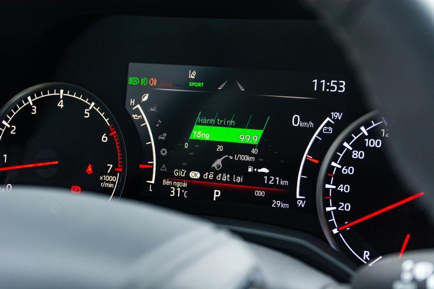 Trải nghiệm Toyota Land Cruiser 2022 nhập khẩu chính hãng: Kích thước đồ sộ nhưng không gian vẫn còn khiêm tốn - Ảnh 9.