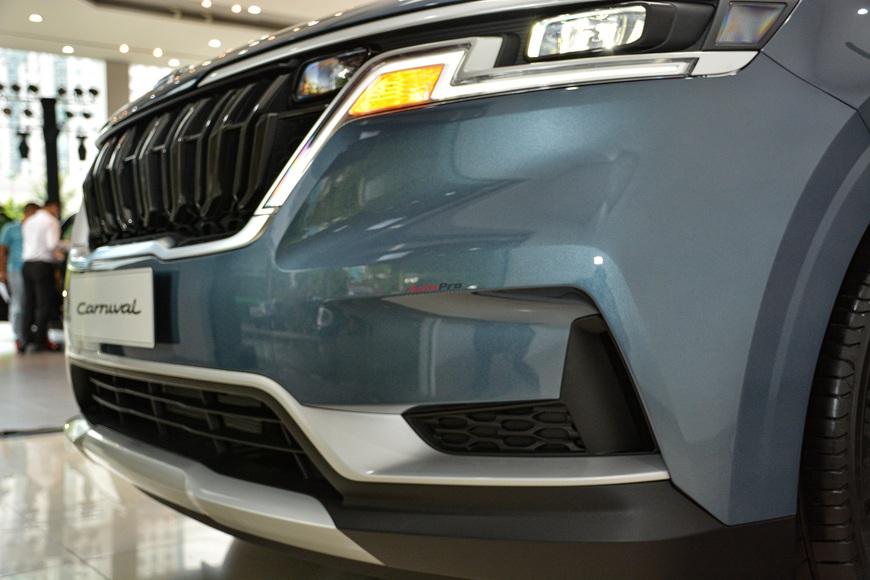 Khám phá Kia Carnival bản tiêu chuẩn giá gần 1,2 tỷ đồng tại đại lý: Bỏ nhiều tiện nghi cao cấp nhưng đủ hiện đại làm xe dịch vụ hạng sang - Ảnh 3.