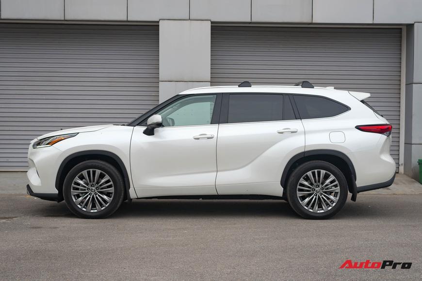Bóc tách Toyota Highlander Plantium 2021 giá hơn 4 tỷ vừa về Việt Nam: Không chỉ là SUV ăn chắc mặc bền với giá ngang ngửa Lexus RX 350 - Ảnh 2.
