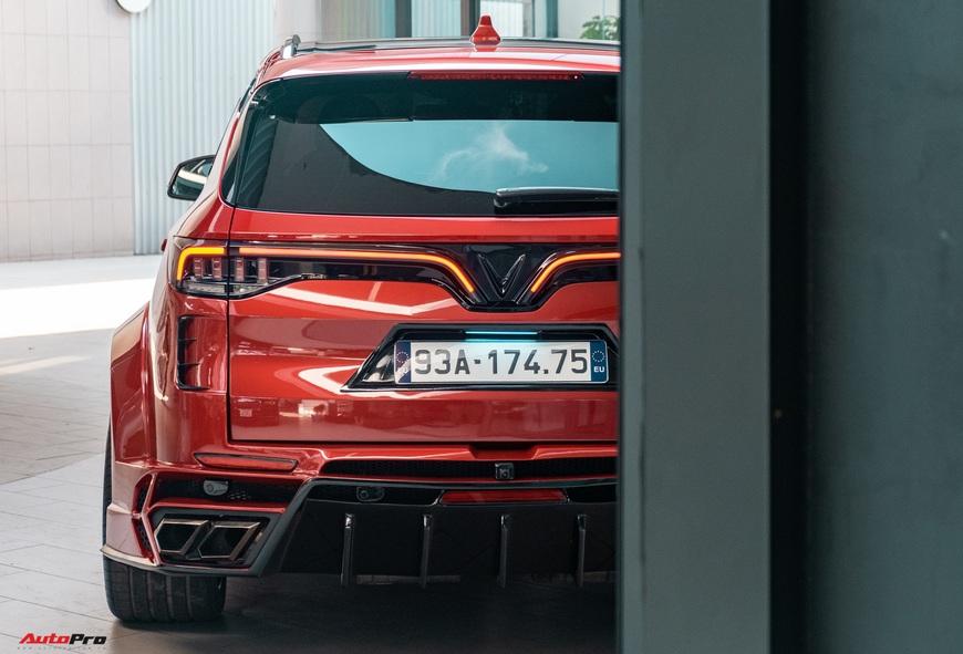 Chu xe Binh Phuoc chi hang tram trieu do VinFast Lux SA2.0 Ngoai hinh nhu sieu SUV cong suat tang 32 ma luc rieng bo mam 100 trieu dong